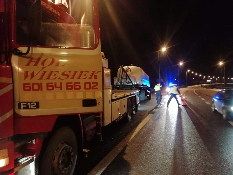 holowania auta ciężarowego w nocy w Bydgoszczy